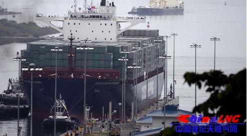 巴拿马运河扩建工程通航庆典上
