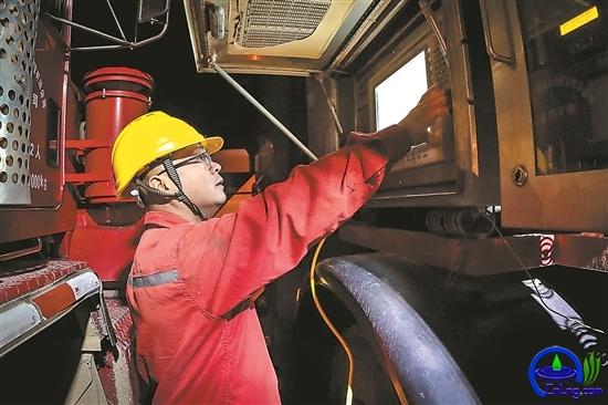 操作人员第一时间排除设备小故障。